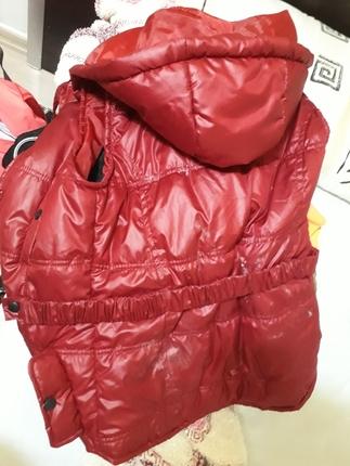 kırmızı şişme ceket