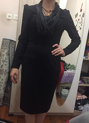 Yaka ve omuz detaylı elbise