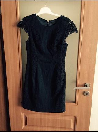 Kolları güpürlü elbise