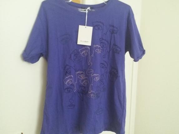 mor renk harika bir t-shirt