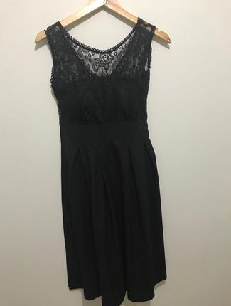 Dantel yaka detaylı elbise