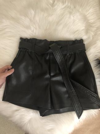 Zara Zara xs siyah deri şort