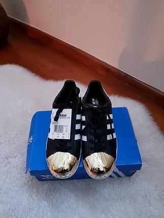 Adidas Yeni - etiketli Adidas Superstar metal toe sneakers