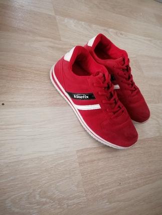 kırmızı spor ayakkabı