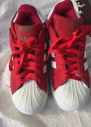Kırmızı adidas