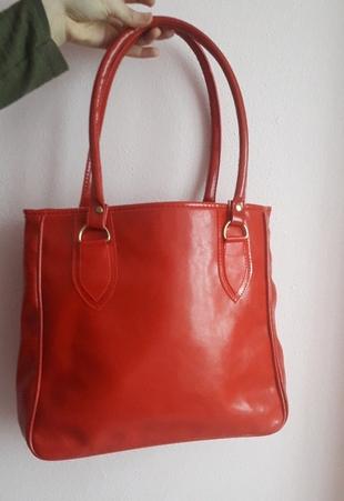 kırmızı kol çanta