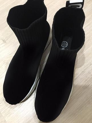 2 defa giyilmiş spor ayakkabı