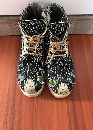 İşlemeli siyah ayakkabı