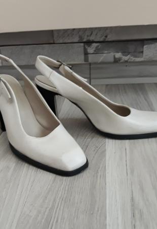 kare yarim topuk ayakkabı..