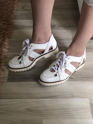 Hakiki deri beyaz pencere detaylı ayakkabı