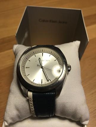 Mavi-beyaz kol saati